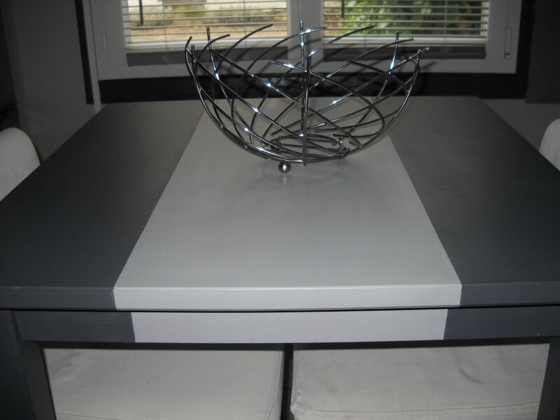 Table haute ik a repeinte deux tons de gris les ptits for Repeindre table bois