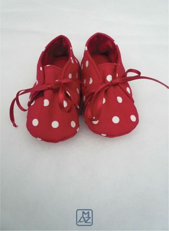 Chaussons rouges pois blancs-1