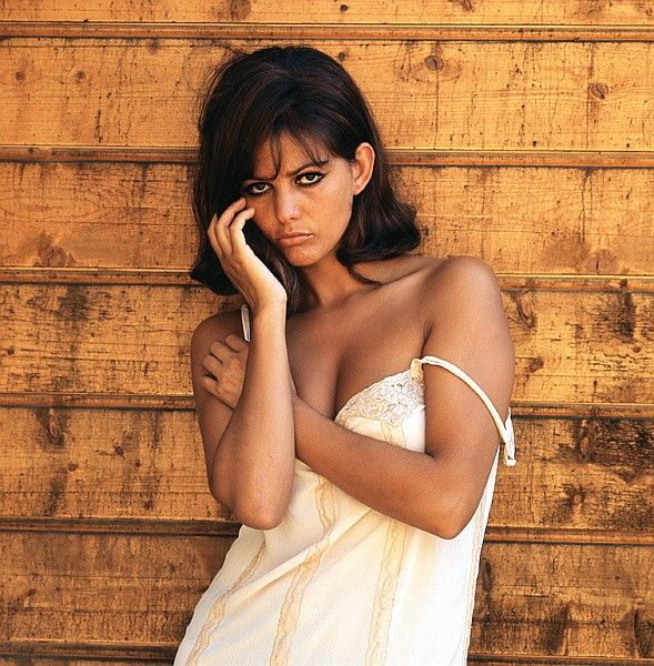 claudia cardinale par milton greene   girl don t come