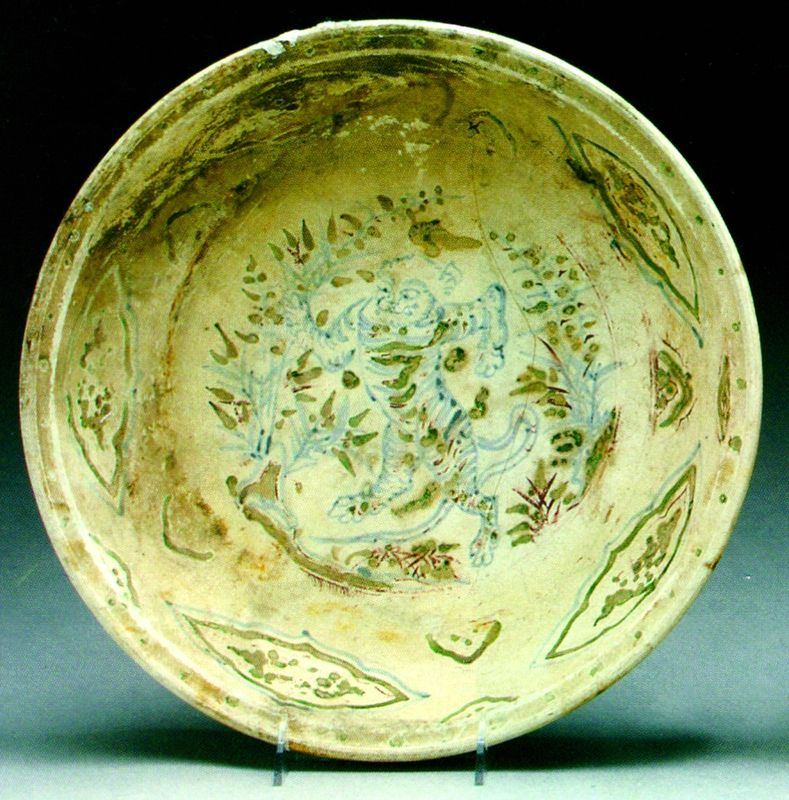 Plat à décor de tigre, 15e-16e s., Chu Dâu, céramique polychrome, Musée de Quang Nam