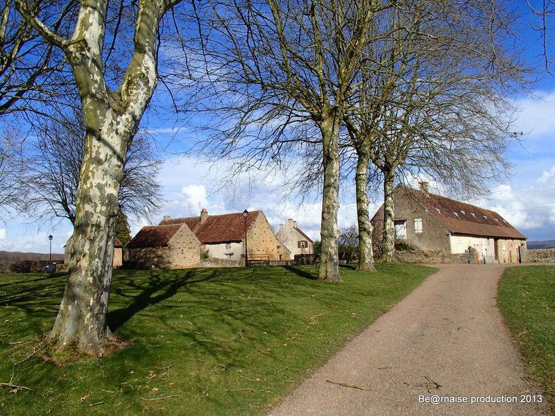 Commune de 40 âmes à 5 Km au Nord-Est du château de Charles-le-Téméraire (, mars 2013)