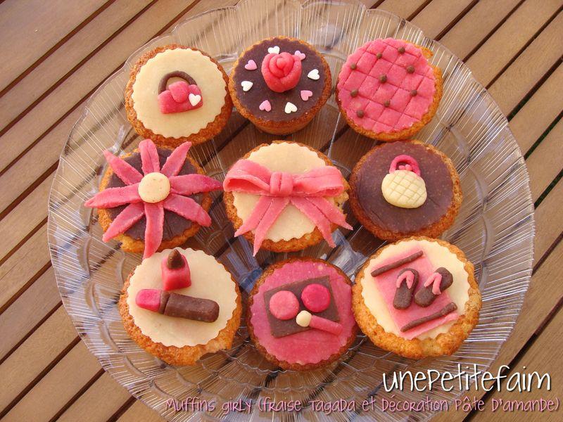Muffins girly fraise tagada et d coration en p te d - Deco gateau pate d amande ...
