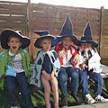 Des chapeaux et des capes pour halloween