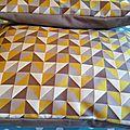 Duo de housses jaune / taupe à motifs géométriques forme portefeuille