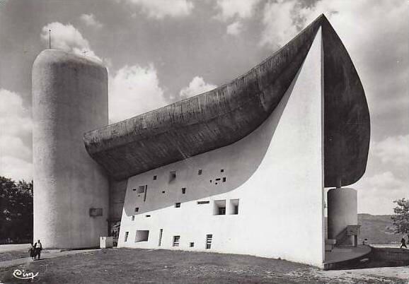 CPM Ronchamp Notre-Dame du Haut 1955 Façade Sud 1