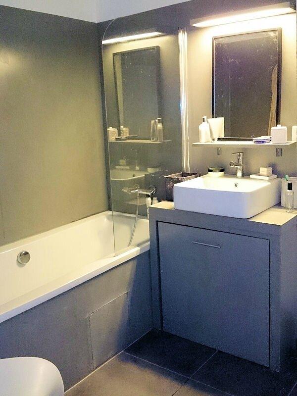 2026126-salle-de-bains-bicolore[1]