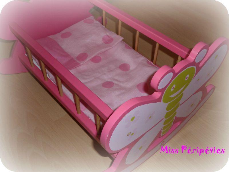 parure de lit pour poup e couturage. Black Bedroom Furniture Sets. Home Design Ideas