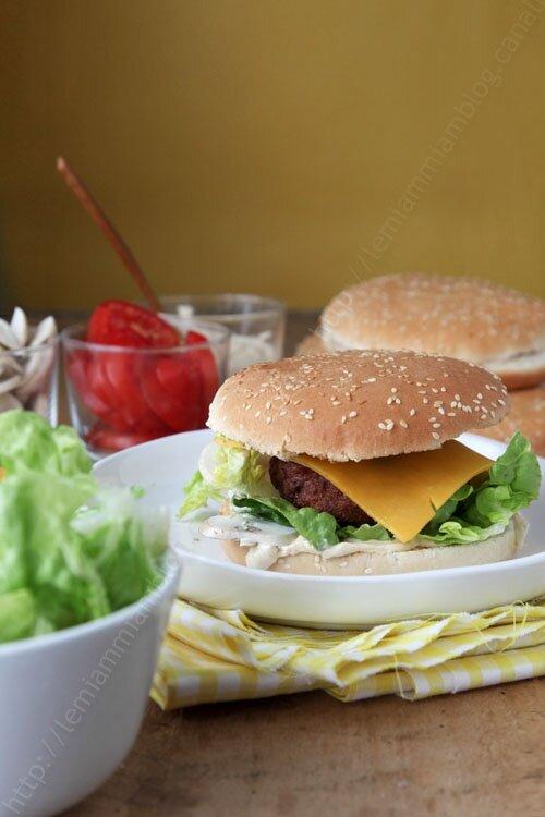 La recette de steaks hachés pour burgers maison qui change de l'ordinaire