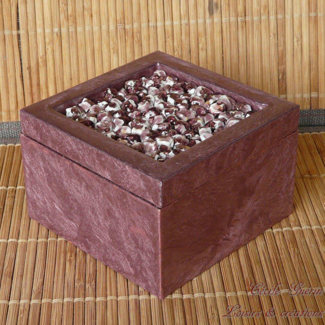 Boîte perles de porcelaine