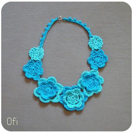 collier_fleurs_turquoise_au_crochet