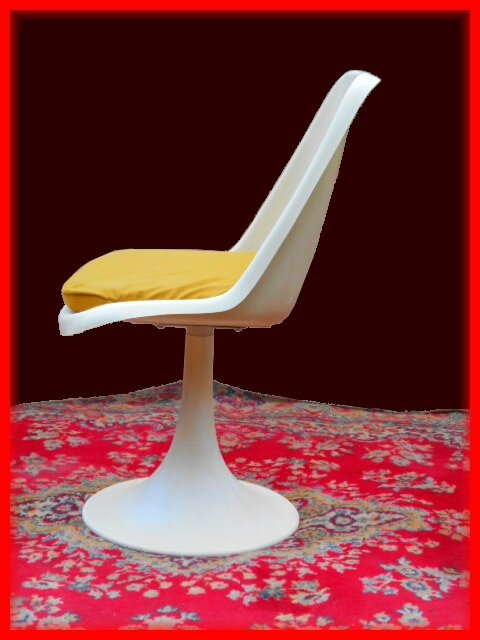 Table chaises vintage saarinen tulipe