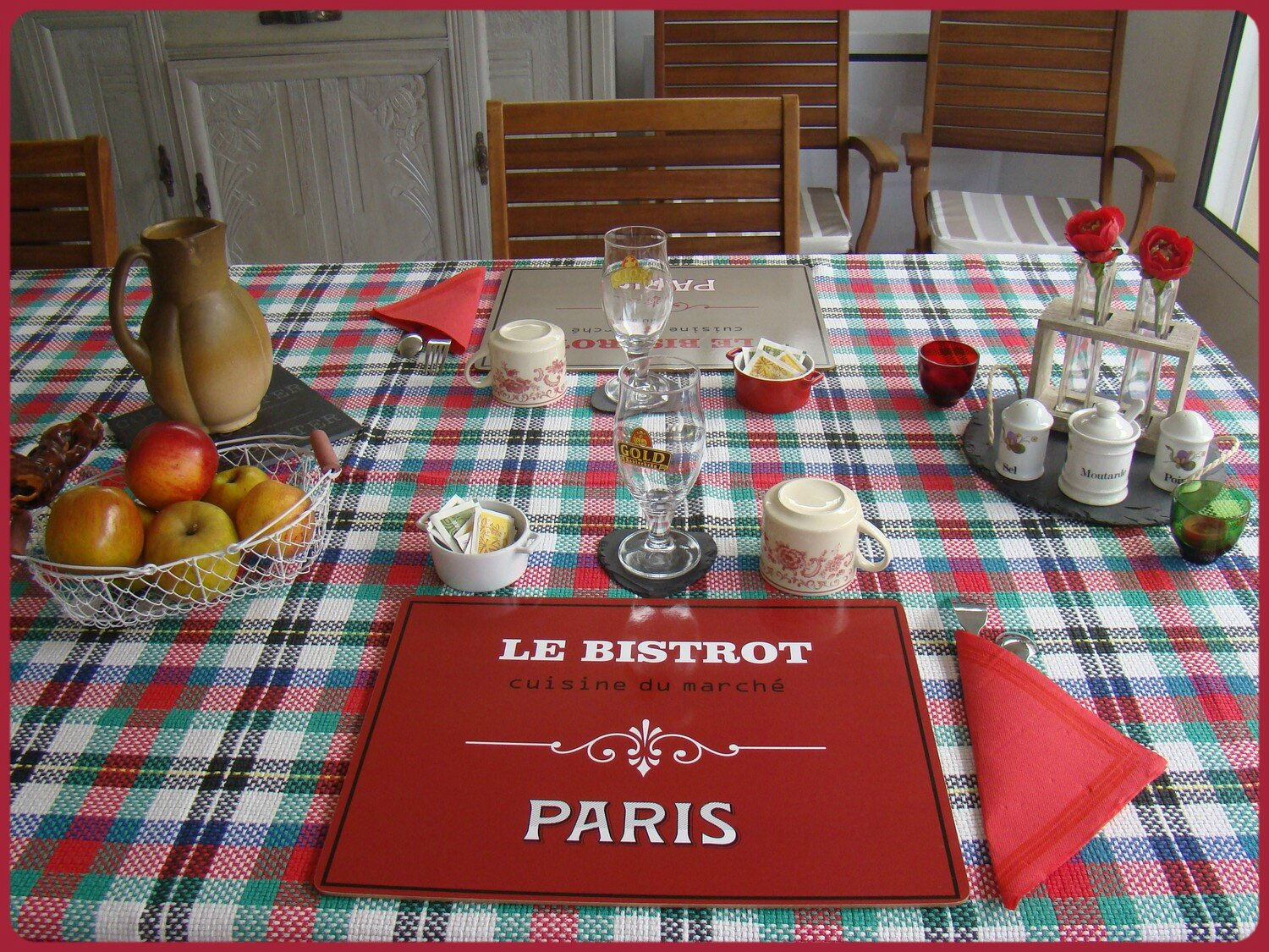D co table bistrot miss gleni and co for Deco de cuisine bistrot
