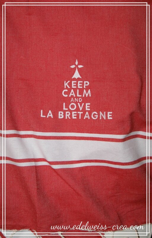 Fouta rouge brodee Keep Calm and love la Bretagne