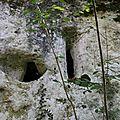 meutrières et fenêtre (propriété privée défense d'entrer)