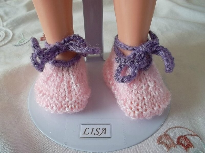 Lisa montre ses jolies chaussures Kyra ( Cendrillon Doll Family)