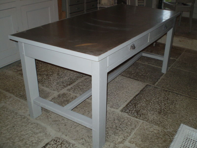 Une table pour travailler chiffonni re d 39 toiles for Repeindre table bois