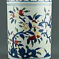 Fine chinese wucai porcelain brushpot, ming dynasty, wanli six-character mark