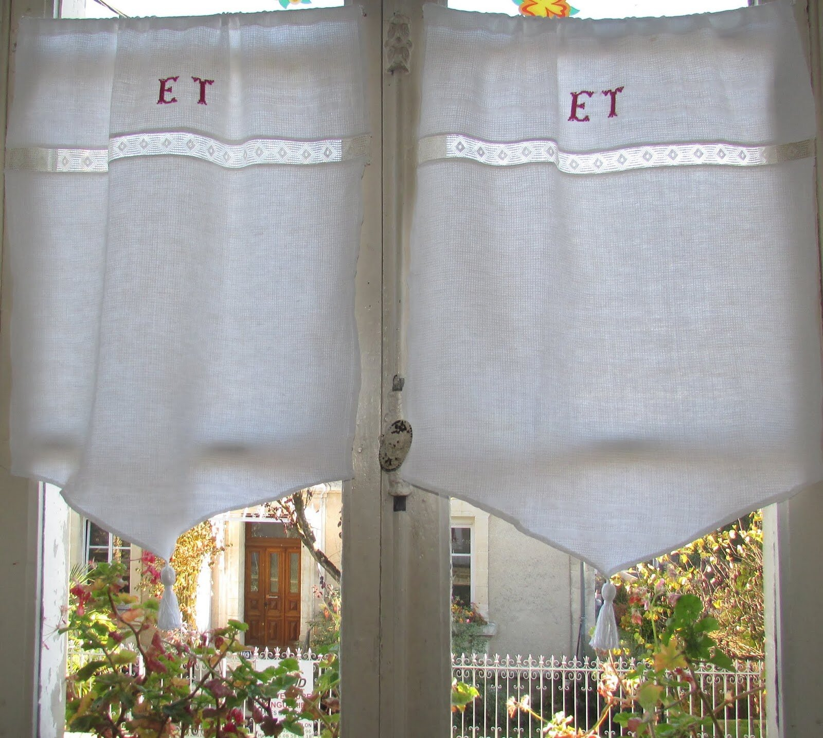 2 rideaux nid d abeille monogramme et 67x54 cm chantale. Black Bedroom Furniture Sets. Home Design Ideas