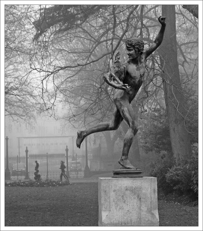 Toulouse statue jogger brume 221213 3