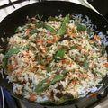 Riz sauté aux légumes et à la pâte de curry vert (thaïlande)