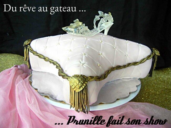 """Rêve de princesse - Gateau coussin de Cendrillon et sa chaussure de """"verre"""" ."""