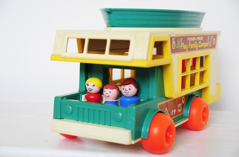 play-family-camper-fisherprice-2