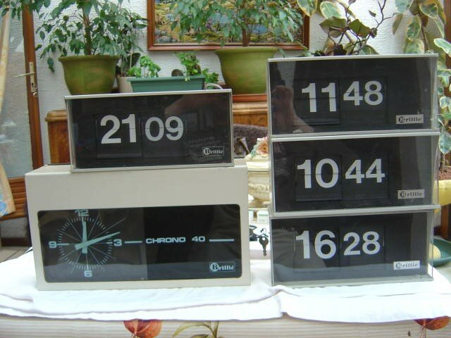 5 horloges pendule d 39 atelier brillie design annees 1970. Black Bedroom Furniture Sets. Home Design Ideas