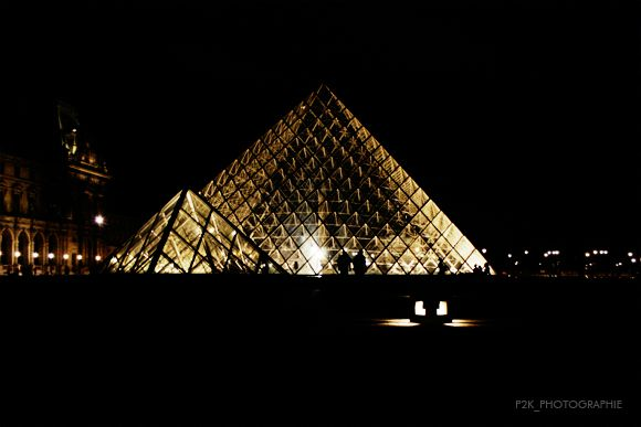 Louvre_by_night_001