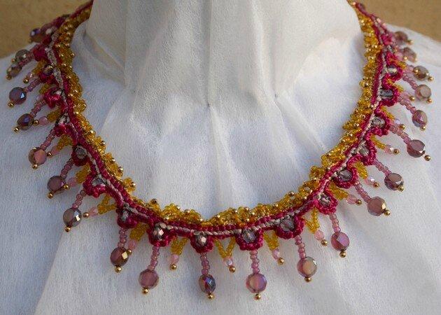 collier lucette crochet Fushia et perles face