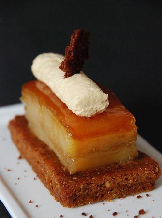 cr_me_de_foie_gras_en_tatin_de_pommes_caramel_et_pain_d__pices_001