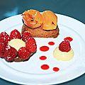 Sablé breton, abricots poêlés à la lavande et crème citron-framboise