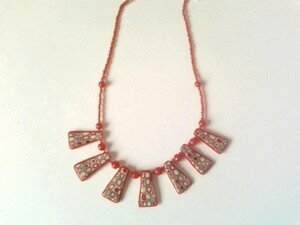 collier_rouge_marron_beige