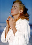 jane_marilyn_monroe_1946___by_Andre_Dedienes___malibu_beach_03