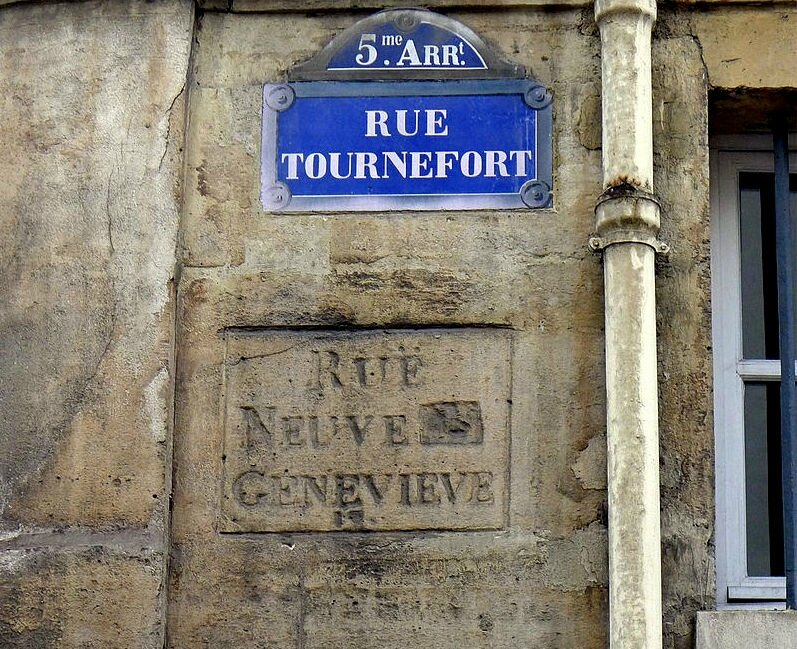 P1210592_Paris_V_rue_Tournefort_ancienne_inscription_rwk