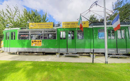 controversy_inn_hotel_made_from_old_trams_5