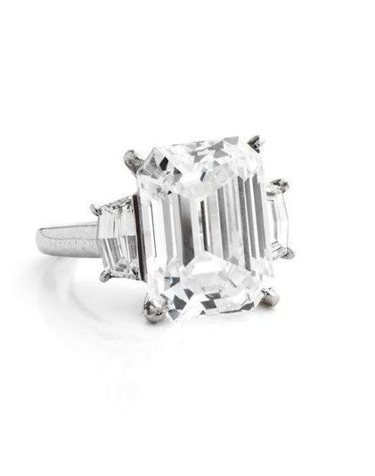 Préférence Bague en platine ornée d'un exceptionnel diamant taille émeraude  AB98