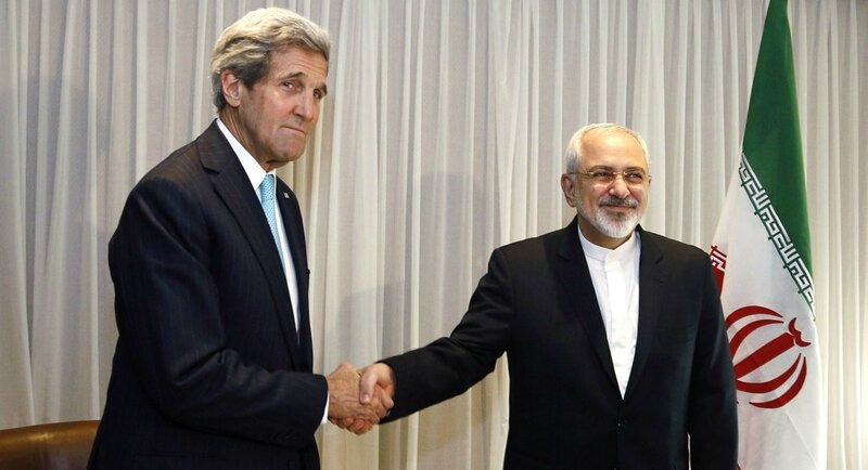 John Kerry and Javad Zarif, Iran's chief negociator, l'un sourit, l'autre pas!