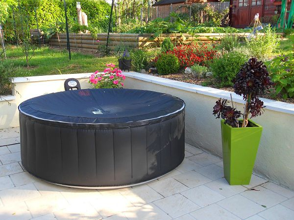Un petit tour au jardin le jardin du zen home for Piscine integree dans terrasse