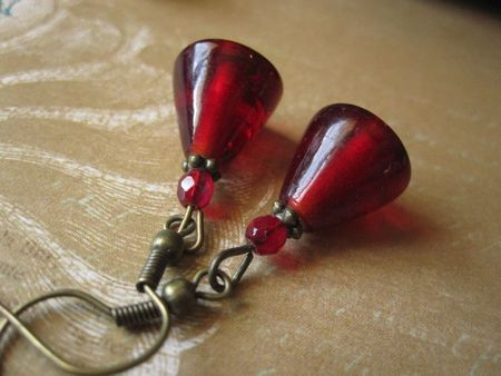 Boucles d'oreille triangle rouge (2)