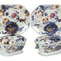 Pair of chinese export 'pseudo tobacco leaf' tureens and platters, early 19th century