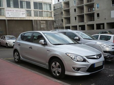 HYUNDAI i30 blue Saint Pierre (1)