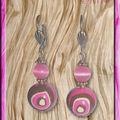 Une paire de boucles d'oreilles pour assortir au collier...
