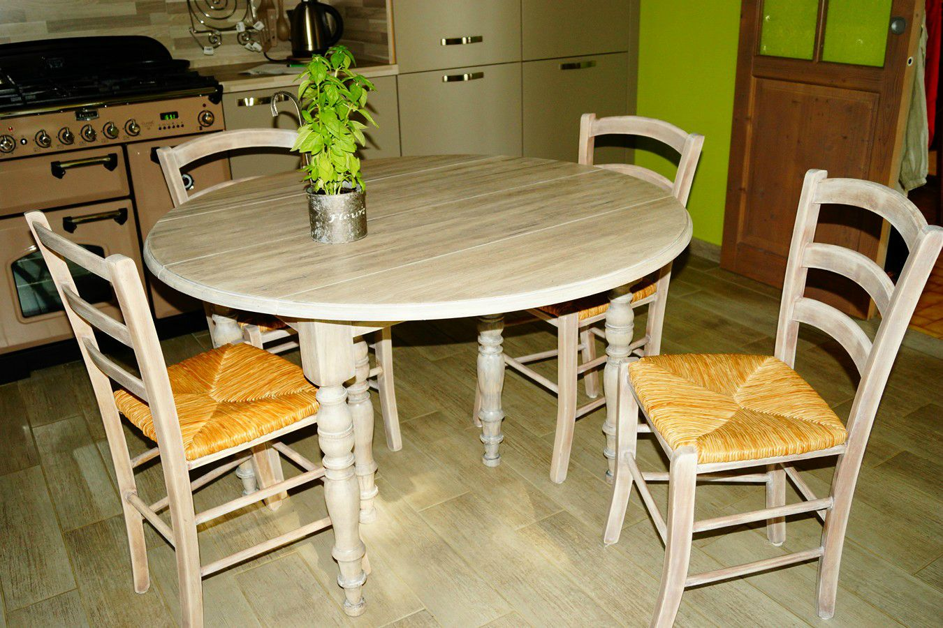 Table chaises de cuisine inspiration nordique for Chaise table de cuisine