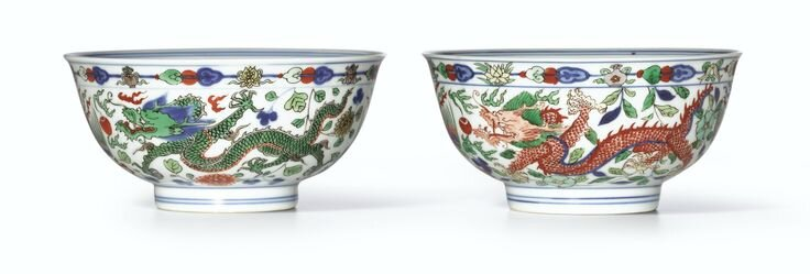 A fine pair of wucai 'Dragon and Phoenix' bowls, Marks and period of Kangxi