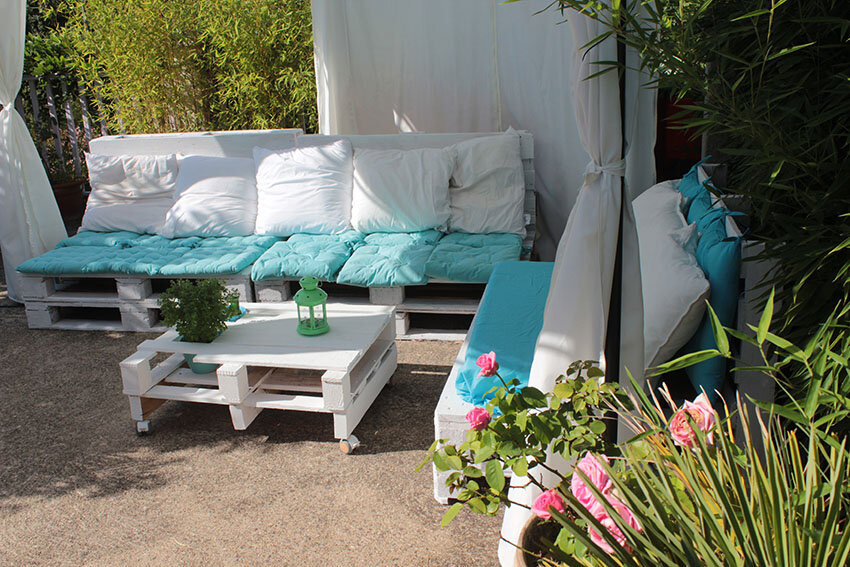 beautiful salon de jardin en palettes de bois pour d guster vos salon de jardin en palette de. Black Bedroom Furniture Sets. Home Design Ideas