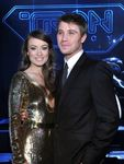 134777_olivia_wilde_and_garrett_hedlund_arrive_at_the_tron_legacy_world_premiere_held_at_the_el_capitan_the
