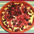Gâteau au fromage blanc et fruits rouges .