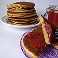 Pancakes aux graines de chia & confiture fraises/goji peu sucrée