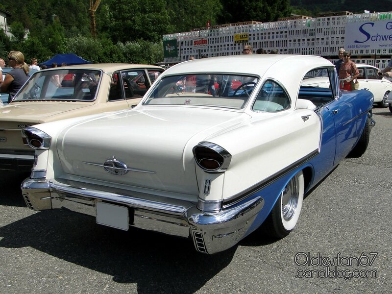 oldsmobile-88-holiday-sedan-1957-02