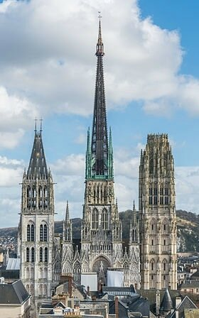 280px-Rouen_Cathedral_as_seen_from_Gros_Horloge_140215_4